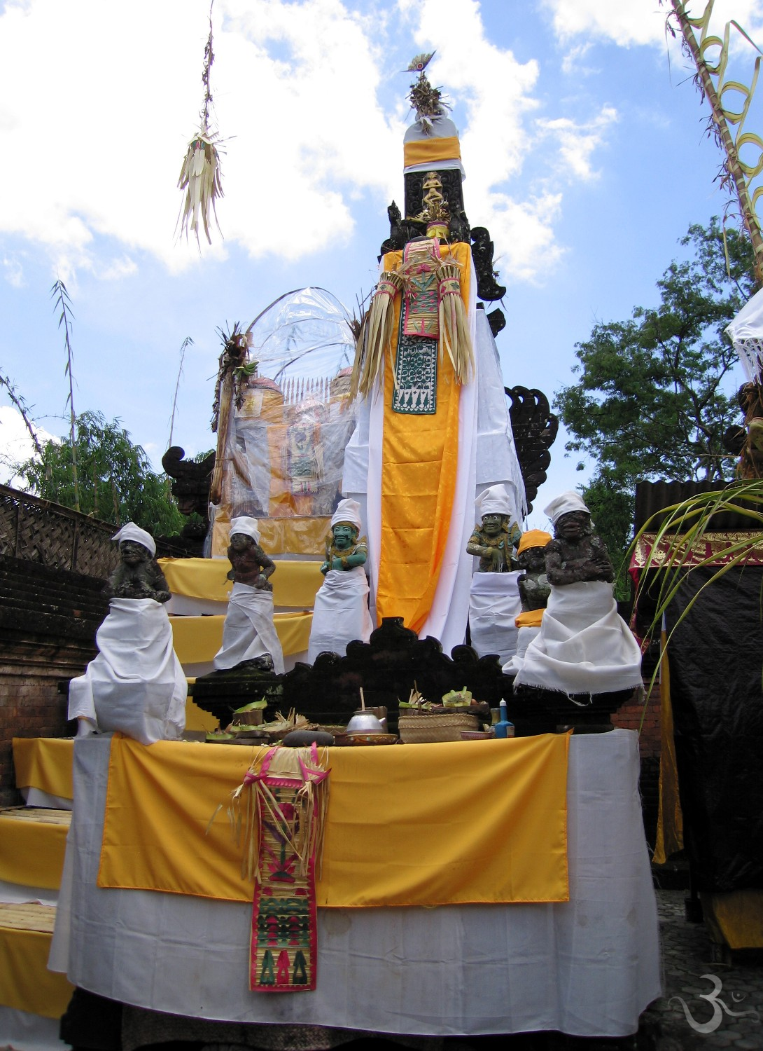Padmasana throne at Pura Dalem Bakul - Denpasar Timur - is dressed to welcome the deities