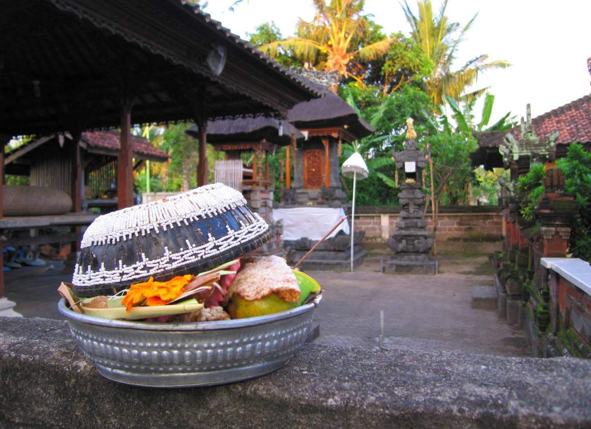 offering at Pura Subak Gelumpang