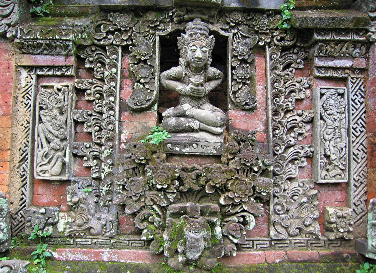 temple wall with Pedanda priest of Pura Penguhur Ukuran